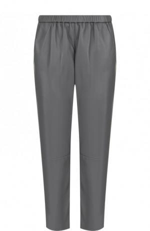 Укороченные кожаные брюки с эластичным поясом DROMe. Цвет: серый