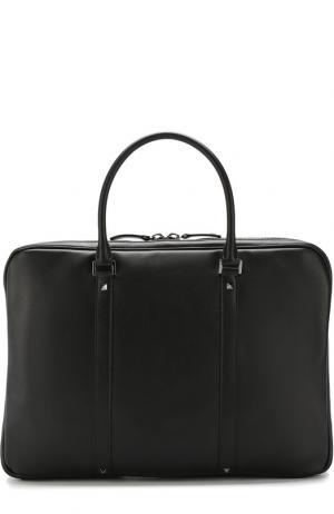 Кожаная сумка для ноутбука  Garavani Rockstud с плечевым ремнем Valentino. Цвет: черный