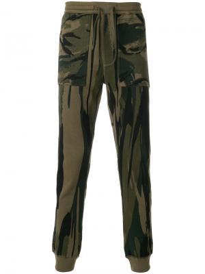 Спортивные брюки с камуфляжным принтом Maharishi. Цвет: зелёный