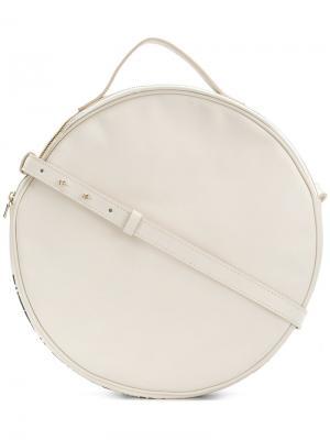 Круглая сумка на плечо с принтом Marios. Цвет: белый