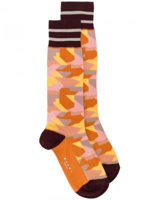 Носки с камуфляжным узором Marni. Цвет: многоцветный